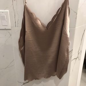 Scalloped metallic gold top